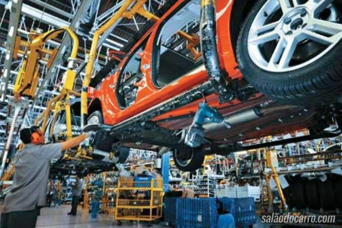 Fiat ameaça parar produção no México caso Trump cobre imposto