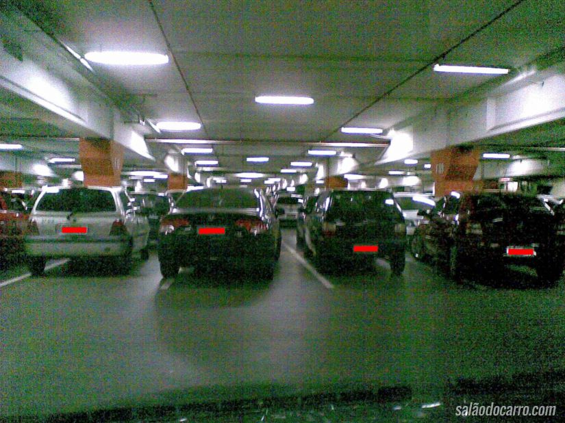 Dono perde BMW dentro de estacionamento por seis meses