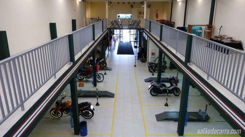 Conheça a oficina compartilhada para quem gosta de mexer em motos
