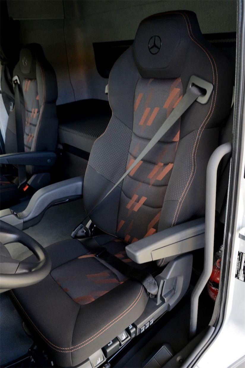 Cockpit Caminhão Mercedes-Benz
