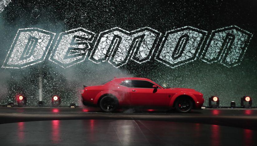 Dodge apresenta carro de arrancada para as ruas