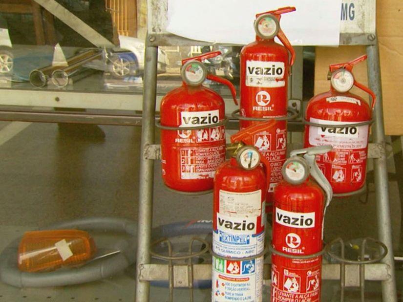 Extintor de incêndio pode voltar a se tornar obrigatório dentro dos carros no Brasil