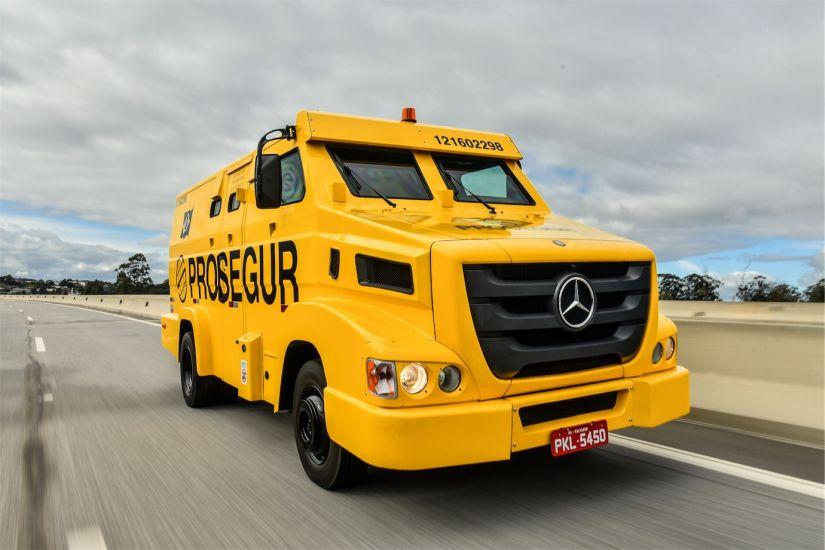 Mercedes-Benz blindados: Axor 2644 8x4 e 915 E