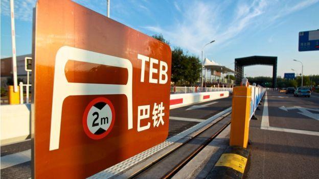 """""""Superônibus"""" chinês que seria revolucionário se mostra uma fraude"""
