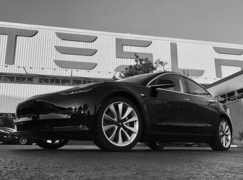 Tesla confirma fabricação da primeira unidade do Model 3