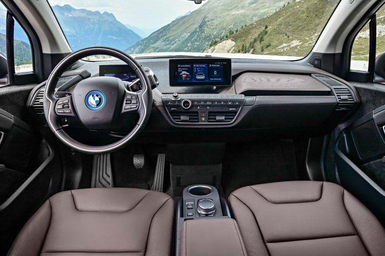 BMW apresenta facelift do i3