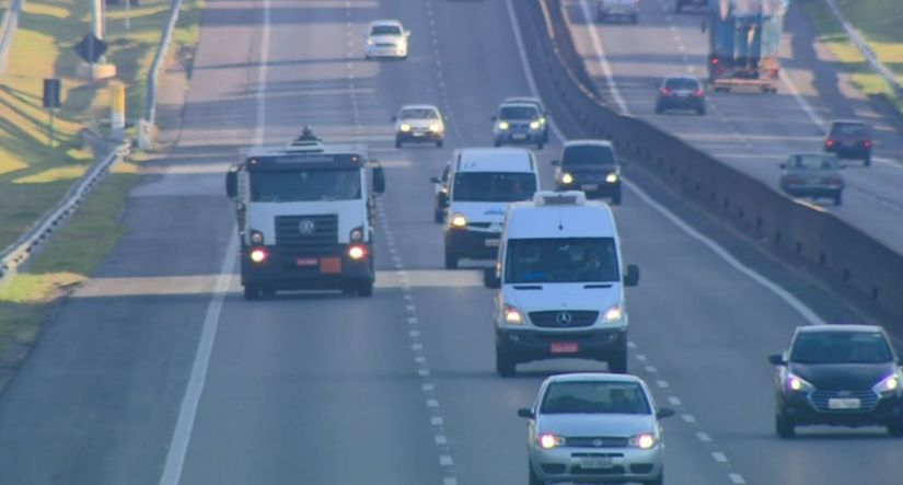 Pesquisa afirma que maioria dos motoristas não dá seta ao mudar de faixa