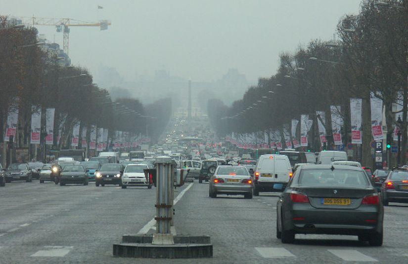 Paris define prazo para acabar com carros movidos a gasolina e diesel