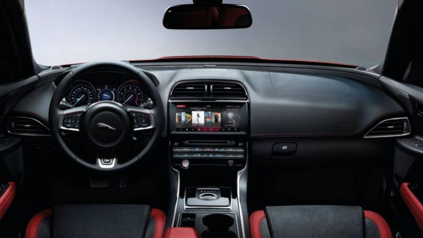 Jaguar anuncia lançamento de novos motores Ingenium no Brasil com XE 2018