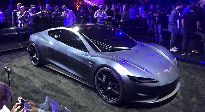 Tesla divulga carro com aceleração mais rápida e caminhão elétrico