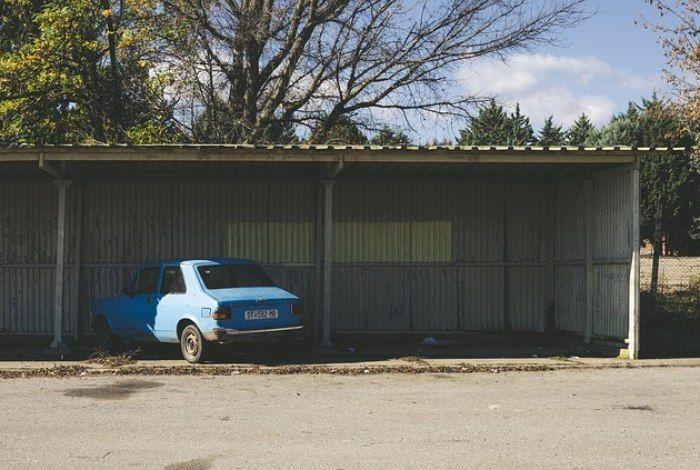 Homem encontra carro perdido em estacionamento 20 anos depois