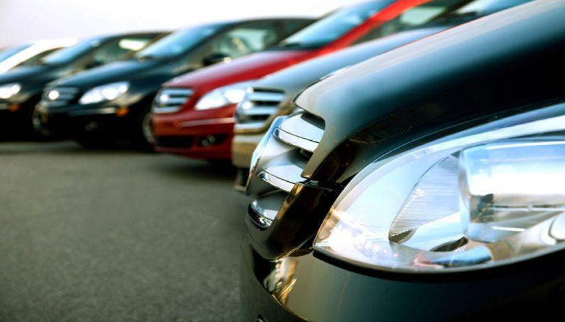 Venda de carros novos ao consumidor em 2017 apresenta leve queda