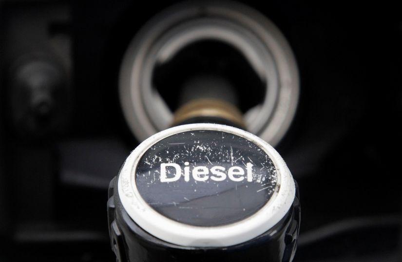 Montadoras são acusadas de testar efeitos do diesel em macacos e humanos