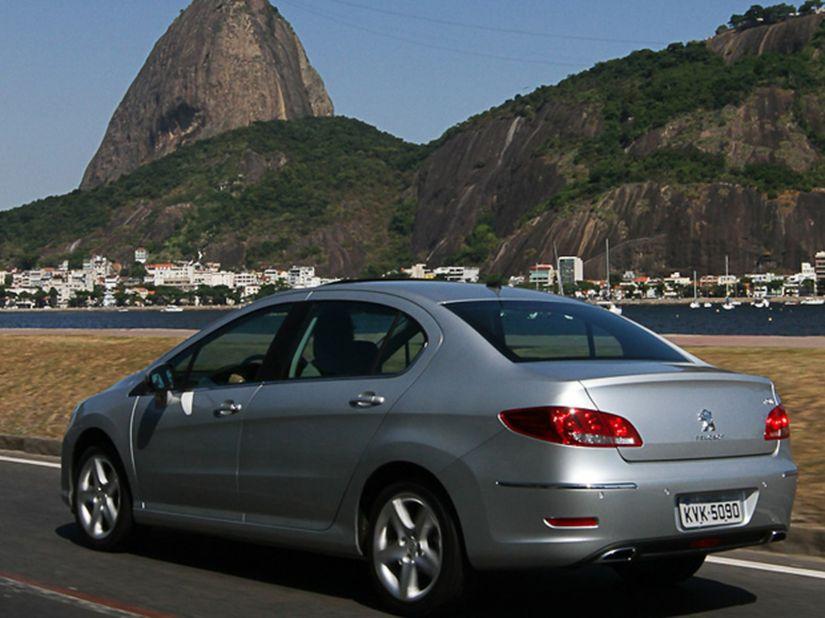Peugeot chama 308 e 408 para recall por problema na manta de isolamento acústico