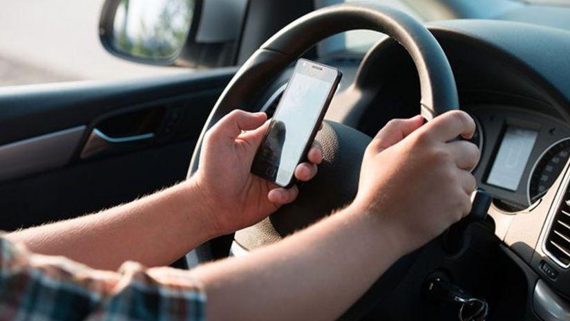 França aprova nova lei para evitar o uso do celular ao volante