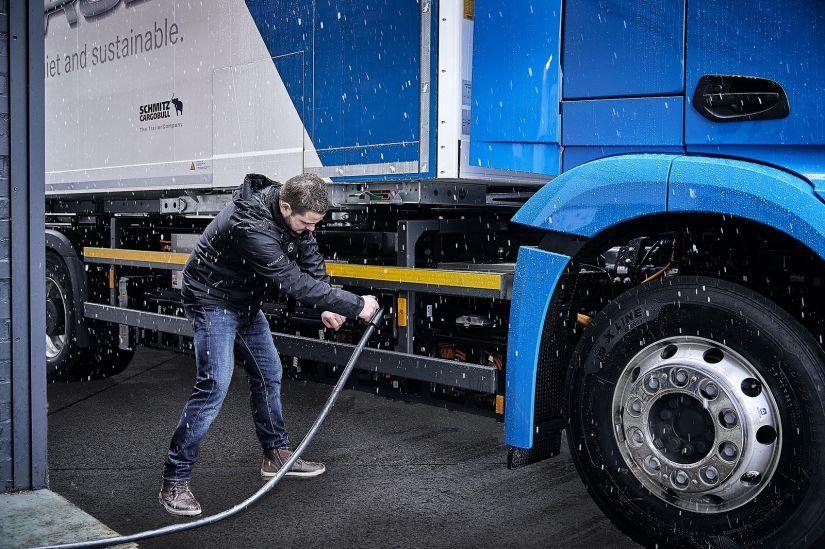 Mercedes-Benz confirma começo de testes com caminhão elétrico