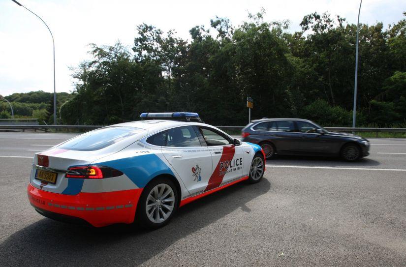 Polícia de Luxemburgo anuncia compra de Teslas para patrulhas