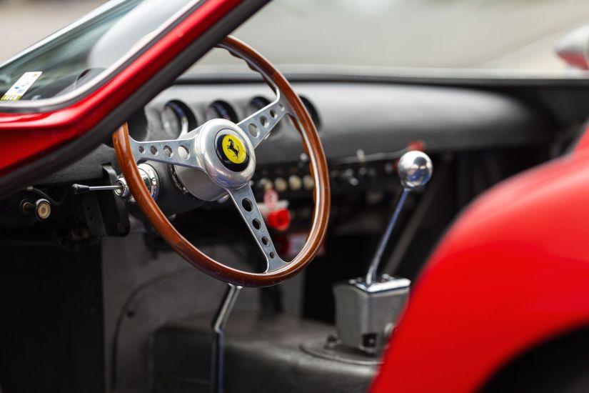 Ferrari bate recorde de carro mais caro vendido em leilão