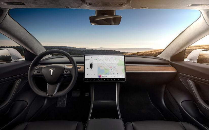 Tesla afirma que Model 3 é o carro mais seguro do mundo, mas agência contesta