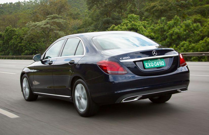 Mercedes-Benz Classe C apresenta redesign e versão híbrida