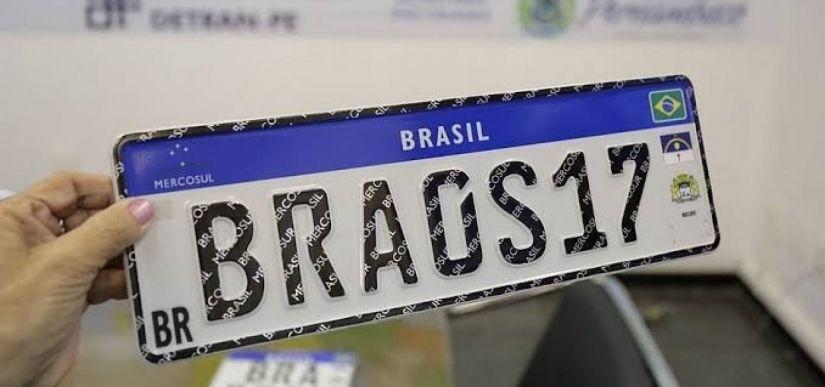 Minas Gerais suspende implantação da placa do Mercosul até próximo governo