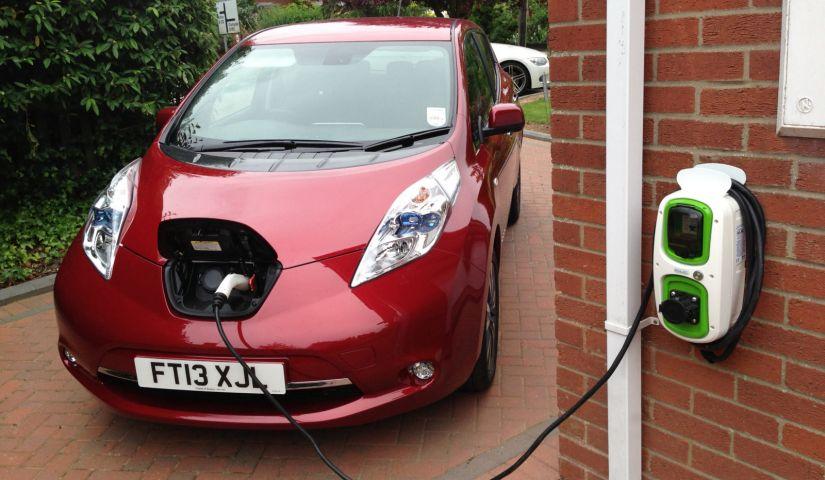 Pesquisa aponta que falha em carregador de veículos elétricos pode prejudicar rede elétrica