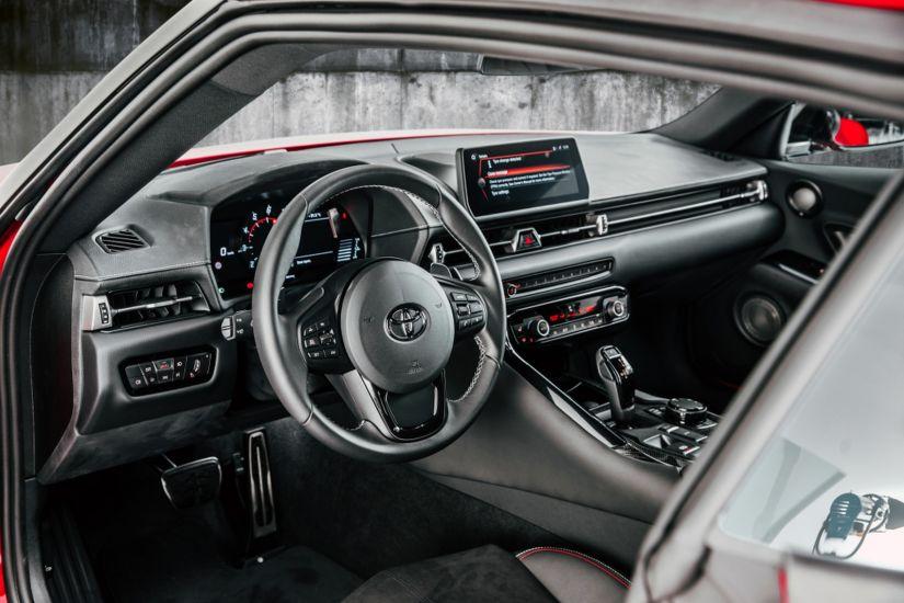 Toyota revela nova geração do Supra