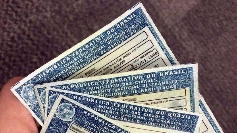 Bolsonaro quer aumentar limite de pontos de CNH