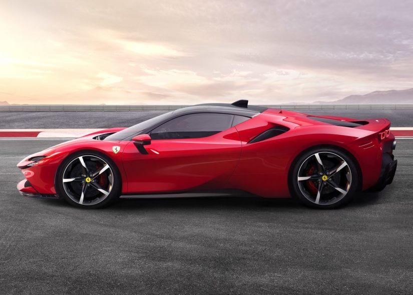 Nova Ferrari SF90 possui 1.000 cv de potência e pode ser recarregada na tomada - Foto 3