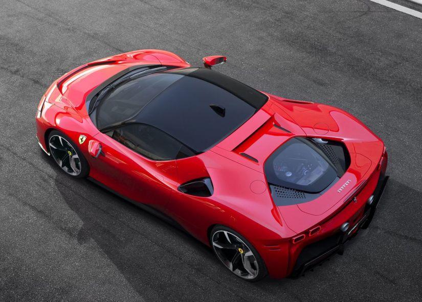 Nova Ferrari SF90 possui 1.000 cv de potência e pode ser recarregada na tomada - Foto 5