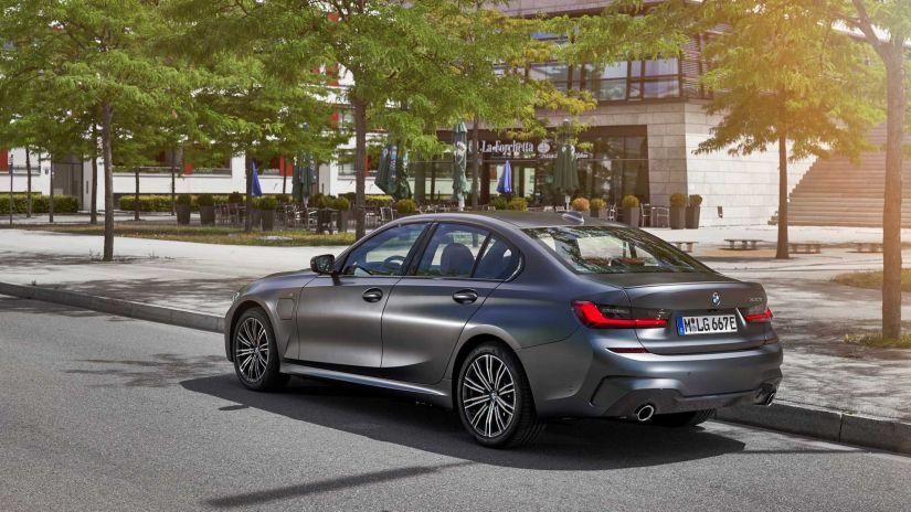 BMW confirma versão híbrida do para o Série 3 2020 - Foto 4