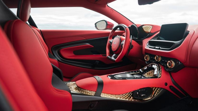 Aston Martin apresenta DBS GT Zagato com 760 cavalos e acabamento de ouro - Foto 4