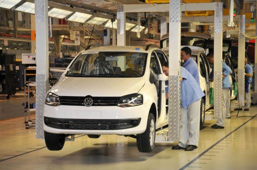 Volkswagen vai reduzir 30% da jornada de trabalho no Brasil