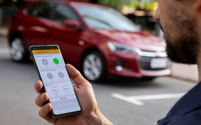 Chevrolet Onix e Tracker avisam pelo celular quando a bateria está fraca