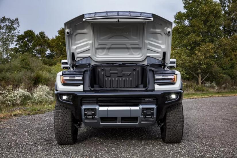 Hummer apresenta jipe elétrico que consegue andar de lado e possui mais de 1000 cv
