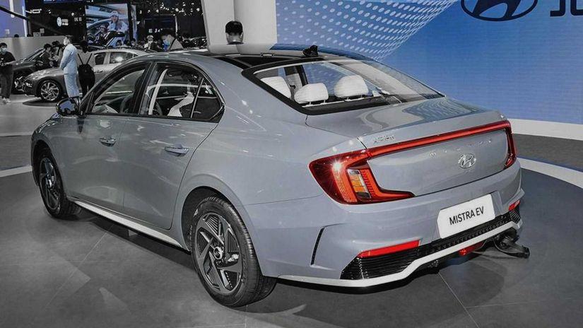 Hyundai revela novo sedan elétrico com autonomia de 520 km