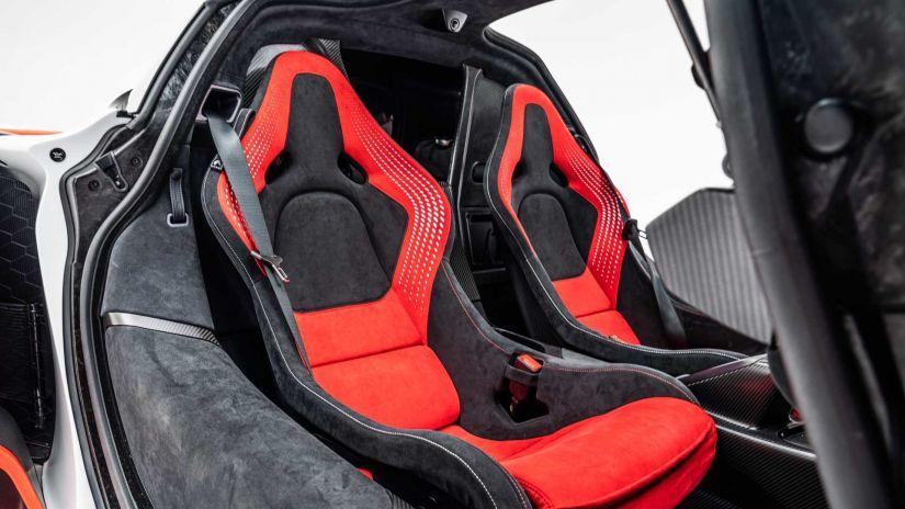 McLaren promove estreia surpresa do superesportivo Sabre