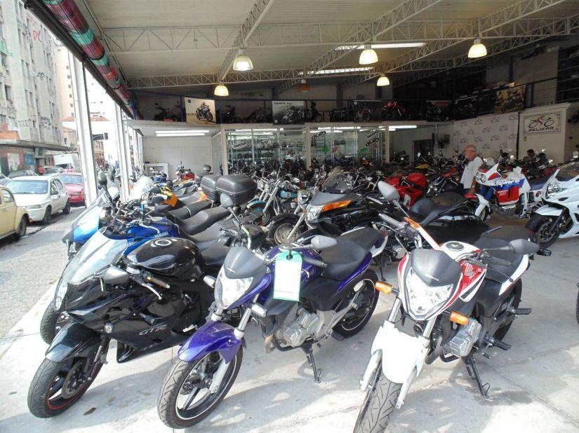 Vendas de motos caem 33% em fevereiro