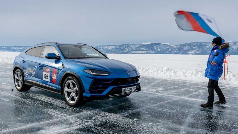 Lamborghini Urus bate recorde de velocidade no gelo