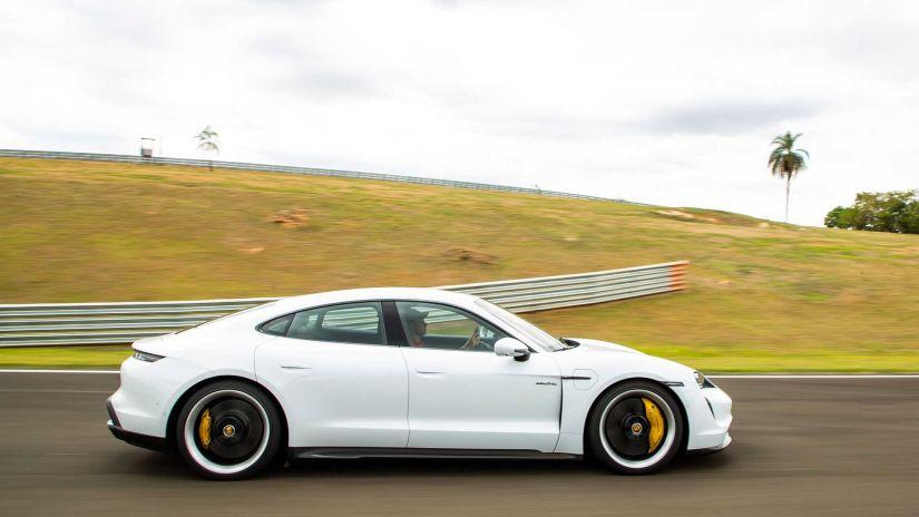 Porsche Taycan se torna o carro elétrico mais vendido no Brasil