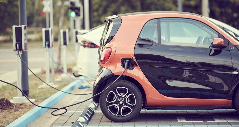 Carros elétricos devem ser mais baratos que os movidos a gasolina ainda nesta década