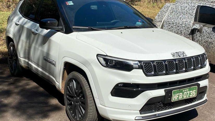 Novo Jeep Compass híbrido plug-in aparece em imagens no Brasil