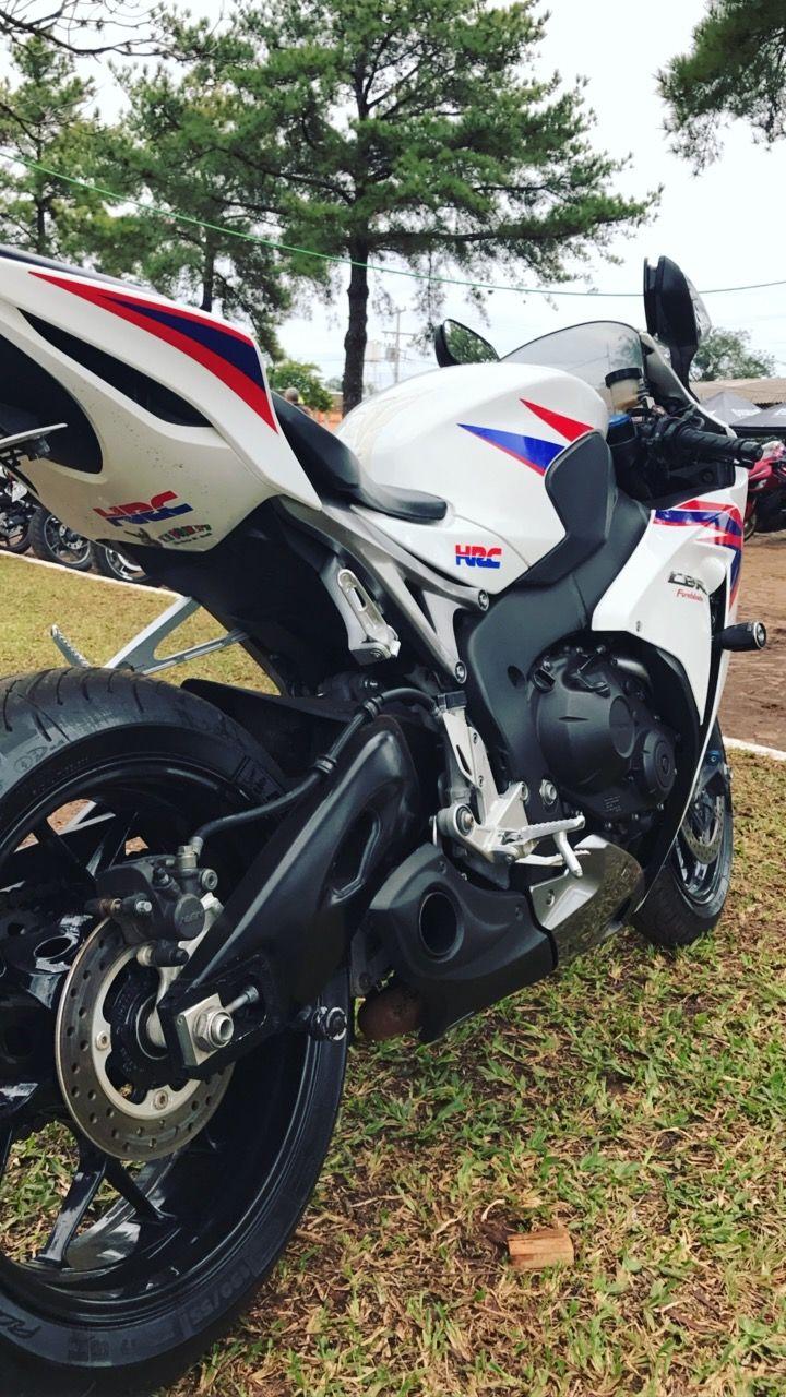 Honda CBR 1000 RR Fireblade (STD) - Foto #1
