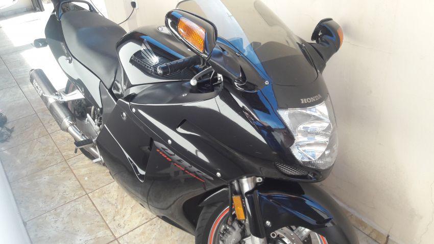 Honda CBR 1100 xx Super Blackbird - Foto #1