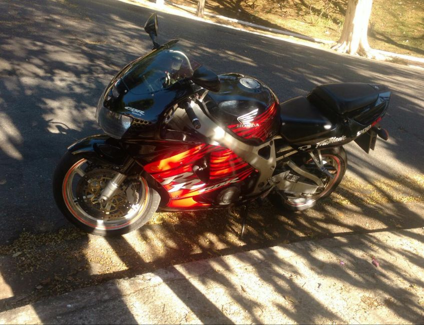 Honda CBR 900 RR Fireblade - Foto #8