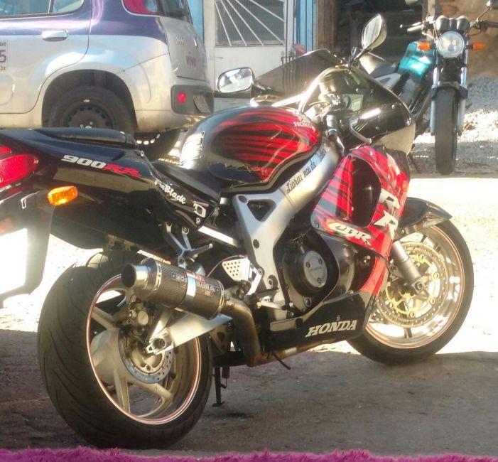 Honda CBR 900 RR Fireblade - Foto #10