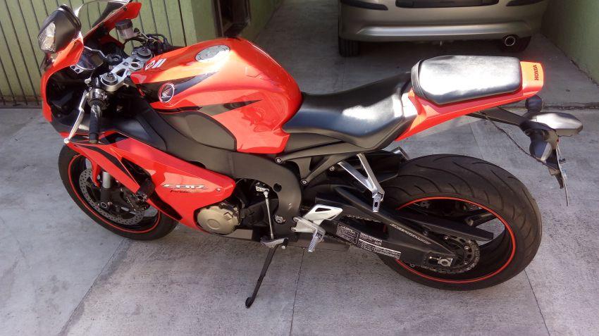 Honda CBR 1000 RR Fireblade (STD) - Foto #6