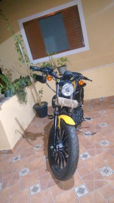Harley-Davidson Sportster 883 Iron - Foto #1