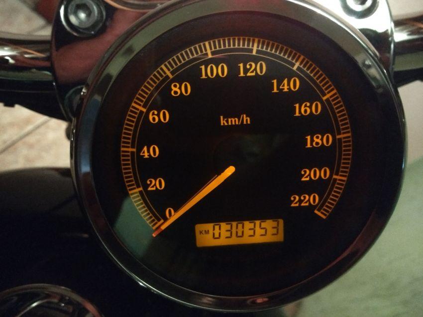 Harley-Davidson Sportster 1200 Custom - Foto #2