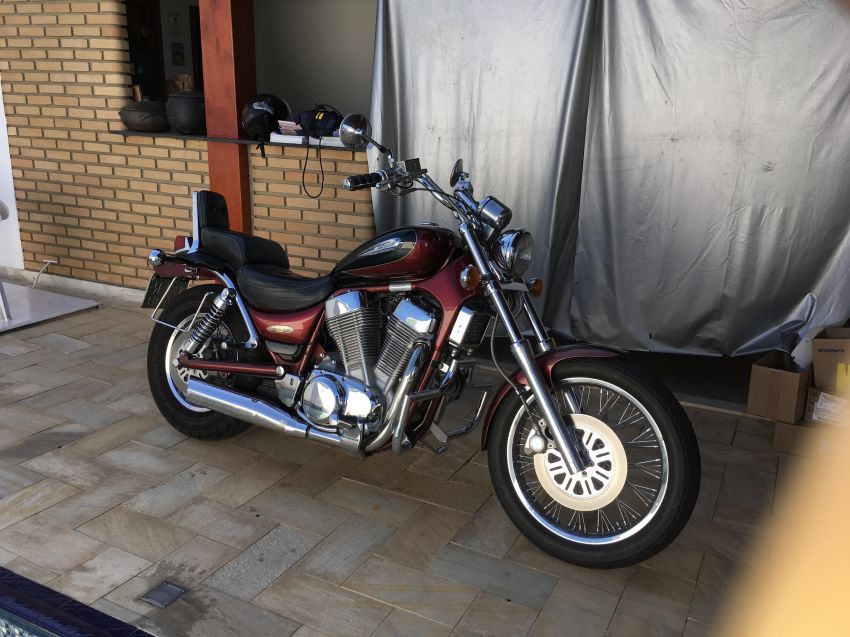 Suzuki Intruder VS 1400 GLP - Foto #1